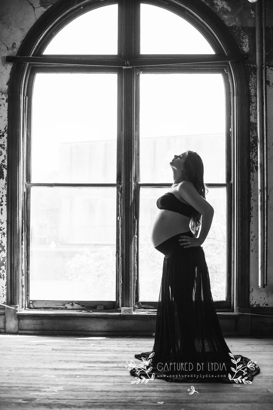 Maternity photographer in Northwest Ohio